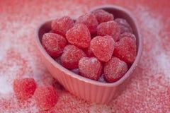 Caramella rivestita del biglietto di S. Valentino dello zucchero Fotografia Stock