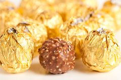 Caramella squisita in stagnola dorata Fotografie Stock Libere da Diritti