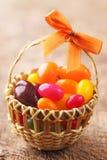 Caramella variopinta dell'uovo di Pasqua Fotografie Stock