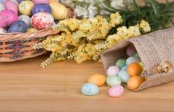 Caramella variopinta dell'uovo di Pasqua Fotografia Stock