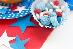 Caramelle con la decorazione della stella sulla festa dell'indipendenza Fotografia Stock Libera da Diritti