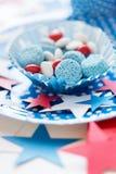 Caramelle con la decorazione della stella sulla festa dell'indipendenza Fotografia Stock