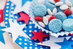 Caramelle con la decorazione della stella sulla festa dell'indipendenza Immagini Stock