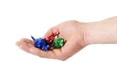 Caramelle d'offerta della mano Fotografia Stock Libera da Diritti