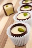 Caramelle di cioccolato con il riempimento fotografie stock libere da diritti