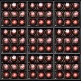 Caramelle di cioccolato nei giftboxes Confetteria assortita del cioccolato in loro contenitori di regalo Insieme dei bonbon vario Fotografia Stock