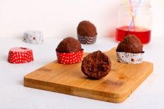 Caramelle di cioccolato su uno scrittorio immagine stock libera da diritti
