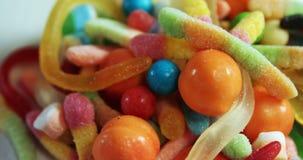 Caramelle e vari alimenti dolci 4k video d archivio