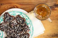Caramelle fatte a mano dei dolci Caramella del dado e della frutta secca Dolci del vegano Fotografia Stock