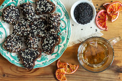 Caramelle fatte a mano dei dolci Caramella del dado e della frutta secca Dolci del vegano Immagini Stock