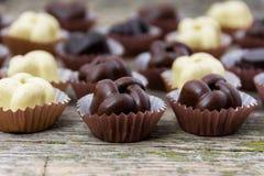 Caramelle fatte a mano del cioccolato Immagini Stock