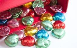 Caramelle variopinte dei cuori del cioccolato, isolate Fotografia Stock Libera da Diritti