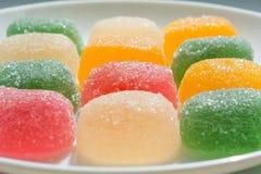 Caramelle variopinte della gelatina di frutta (primo piano) Fotografia Stock