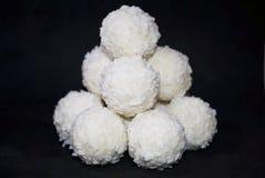 Caramelo blanco con el coco fotografía de archivo libre de regalías