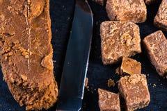 Caramelo caseiro tradicional do caramelo, corte em cubos dos quadrados Foto de Stock