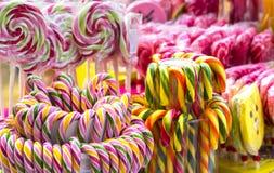 Caramelo colorido de las piruletas Fotos de archivo libres de regalías