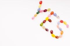 Caramelo colorido que pone letras sí Fotografía de archivo libre de regalías