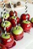 Caramelo de Apple, fila de los caramelos de la manzana Fotografía de archivo