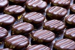 Caramelo de chocolate con oro Imagen de archivo libre de regalías