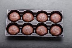 Caramelo de chocolate en una caja Imágenes de archivo libres de regalías