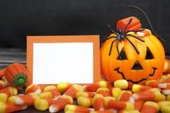 Caramelo de Halloween con la tarjeta en blanco Foto de archivo
