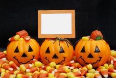 Caramelo de Halloween con la tarjeta en blanco Foto de archivo libre de regalías