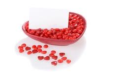 Caramelo de las tarjetas del día de San Valentín con la tarjeta en blanco Fotos de archivo