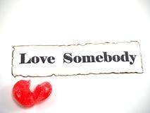 Caramelo del corazón con el texto en el fondo blanco Imagenes de archivo