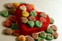 Caramelo del corazón de las tarjetas del día de San Valentín Imagenes de archivo
