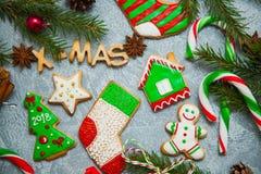 Caramelo del pan de jengibre de la tarjeta de felicitación del fondo del Año Nuevo de la Navidad Fotografía de archivo