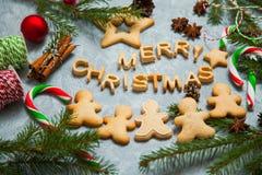 Caramelo del pan de jengibre de la tarjeta de felicitación del fondo del Año Nuevo de la Navidad Fotografía de archivo libre de regalías