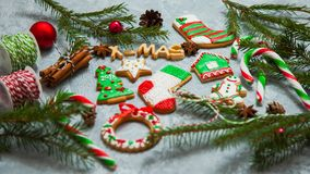 Caramelo del pan de jengibre de la tarjeta de felicitación del fondo del Año Nuevo de la Navidad Fotos de archivo libres de regalías