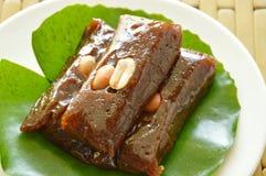 Caramelo dulce tailandés del coco que adorna en la hoja del loto Fotografía de archivo