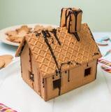 Caramelo hecho en casa de la pizca de la casa de pan de jengibre Imágenes de archivo libres de regalías