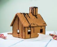Caramelo hecho en casa de la pizca de la casa de pan de jengibre Foto de archivo