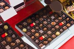 Caramelo hecho a mano en el molino de viento en la tienda, Kyoto, Japón cierre fotografía de archivo libre de regalías