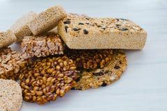 Caramelo mexicano tradicional de Palanqueta con los cacahuetes crujientes y las semillas del amaranto imágenes de archivo libres de regalías