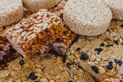Caramelo mexicano tradicional de Palanqueta con los cacahuetes crujientes y las semillas del amaranto fotos de archivo libres de regalías