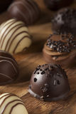 Caramelo oscuro de lujo gastrónomo de la trufa de chocolate Foto de archivo