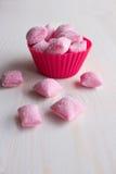 Caramelo rosado bajo la forma de almohadas Imagen de archivo