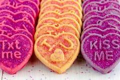 Caramelo y galletas del corazón del día de tarjetas del día de San Valentín Foto de archivo libre de regalías