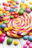 Caramelo y lollipop coloreados Fotos de archivo libres de regalías