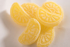 Caramelos anaranjados aislados en el fondo blanco Imagen de archivo
