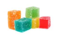 Caramelos coloridos de la jalea de fruta en blanco Fotografía de archivo