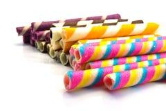 Caramelos coloridos en el backgroun blanco. Foto de archivo libre de regalías