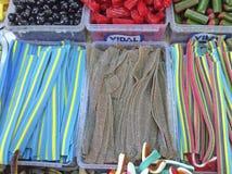 Caramelos coloridos en el mercado de Carmel, Tel Aviv Fotos de archivo