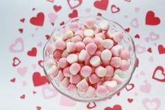 Caramelos de azúcar en un fondo romántico Imágenes de archivo libres de regalías