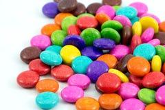 Caramelos de chocolate coloridos Imágenes de archivo libres de regalías