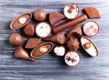 Caramelos de chocolate de muchas clases Fotos de archivo