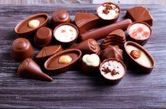 Caramelos de chocolate de muchas clases Imagenes de archivo